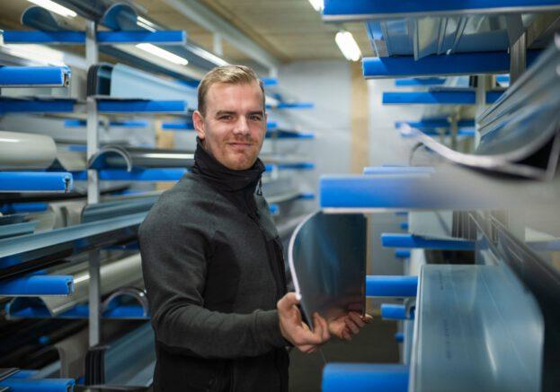 Hoe Zet Ik Zonwering In Elkaar Van De Zonwering Fabriek (1) Rolluiken op zonne-energie